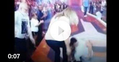 Eliminada, Jessica leva tombo ao vivo no palco do BBB ao abraçar seus familiares