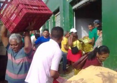 Com feira cancelada por desabastecimento, feirantes de Jaguaquara doam alimentos para população