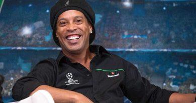 Ronaldinho vai se casar com duas mulheres; festa terá show de Jorge Vercillo
