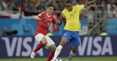 Danilo é diagnosticado com lesão, e Tite confirma Fagner titular contra a Costa Rica