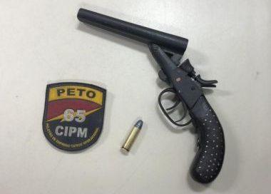 Polícia prende suspeito de matar jovem de 21 anos com tiro na boca em Feira