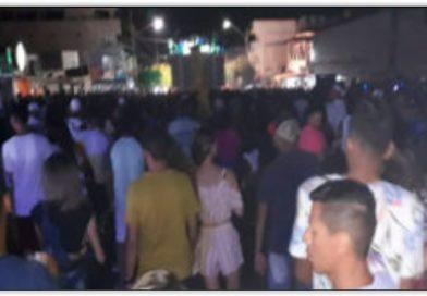 Multidão lota avenida de Ipirá para prestigiar festa do Deputado Jurandy Oliveira