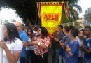 Professores fazem manifestação contra fechamento de escolas em Feira de Santana