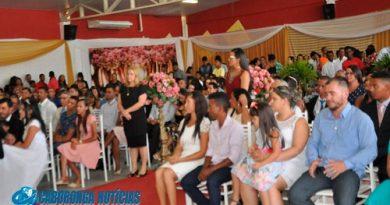 Casamento comunitário encanta público em Ipirá