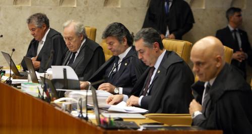 Seis ministros entenderam que a competência é da Justiça Eleitoral. Outros cinco ministros defenderam dividir os processos com a Justiça Comum.