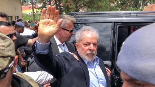 Presidente é acusado de corrupção passiva e lavagem de dinheiro em processo relativo ao Instituto Lula
